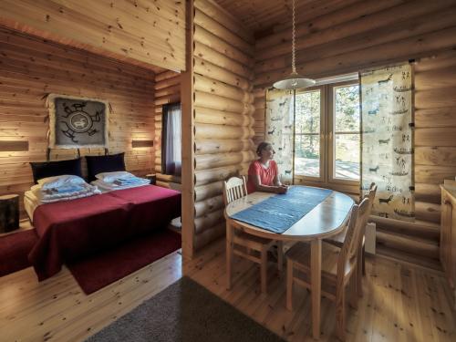 Lomahuoneisto makuuhuone ja pöytä